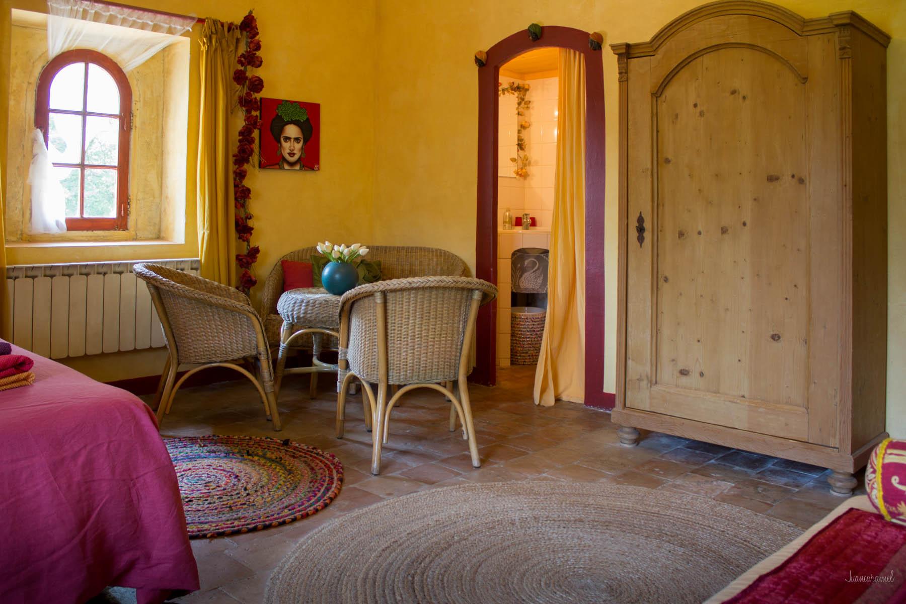 Réserver la chambre jaune à partir de 87 € avec le petit déjeuner
